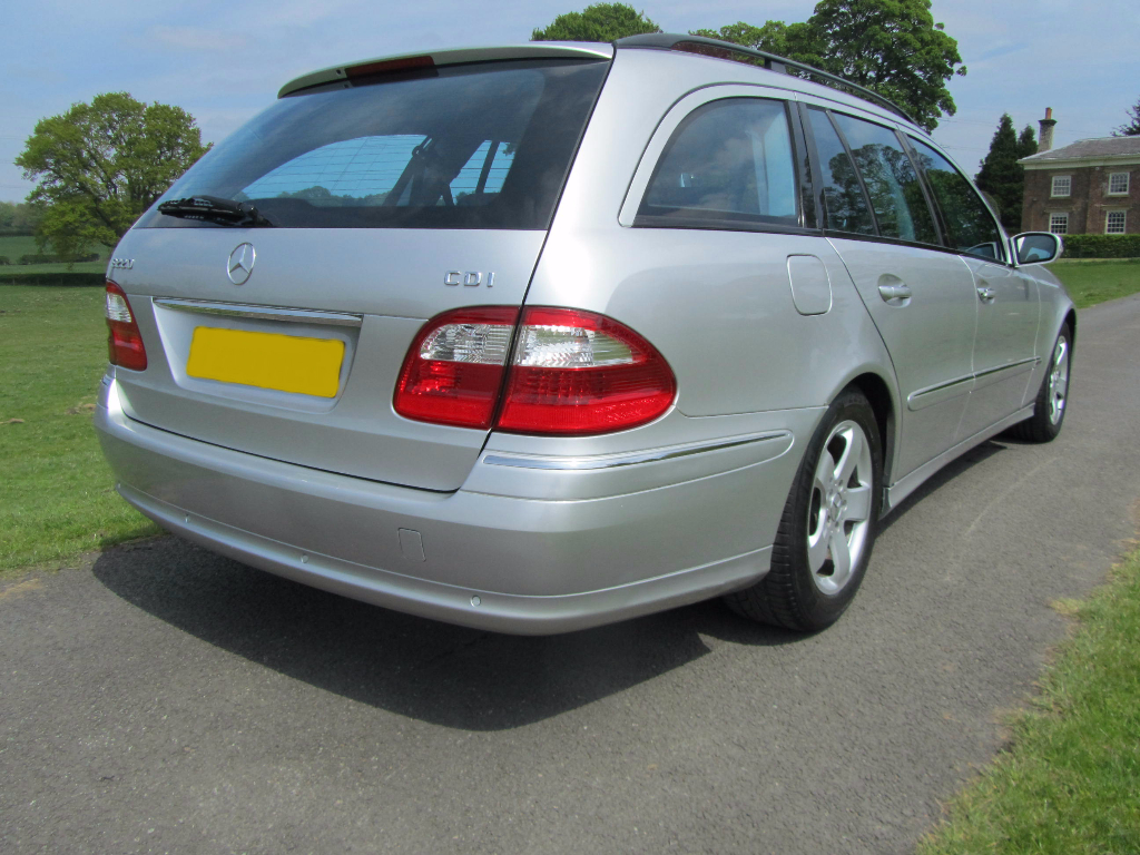 Mercedes benz e220d avantgarde 7 seat estate rs motor for Mercedes benz seven seater